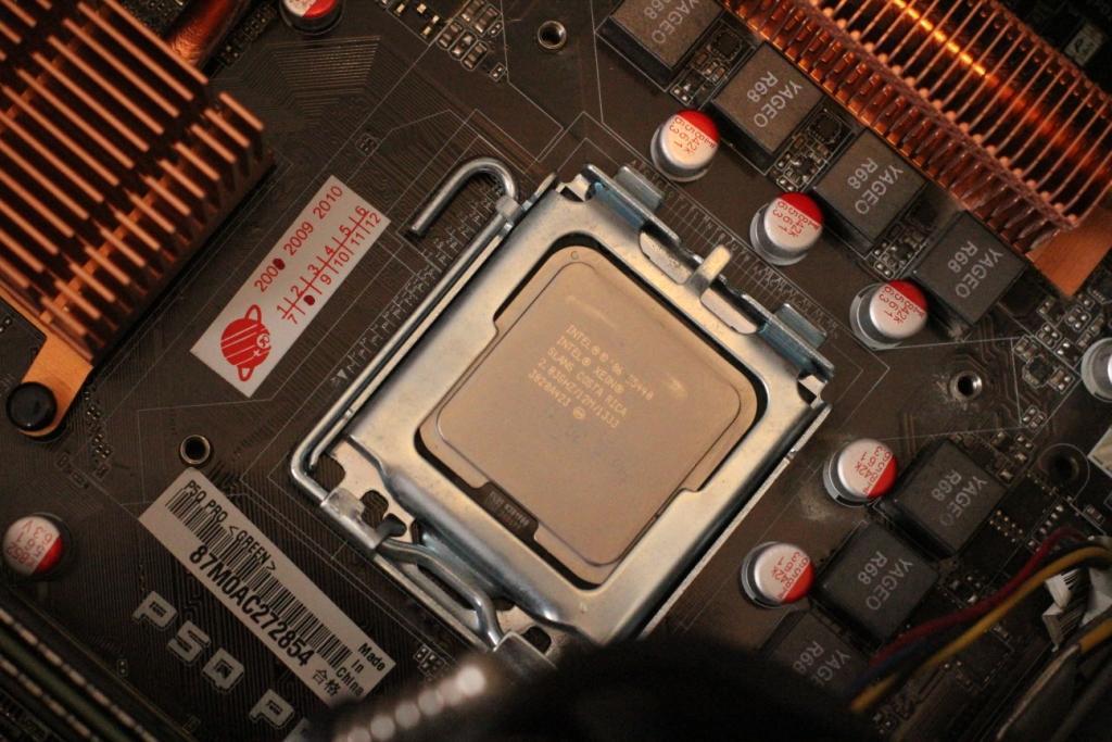 Intel Xeon E5440 в сокете 775