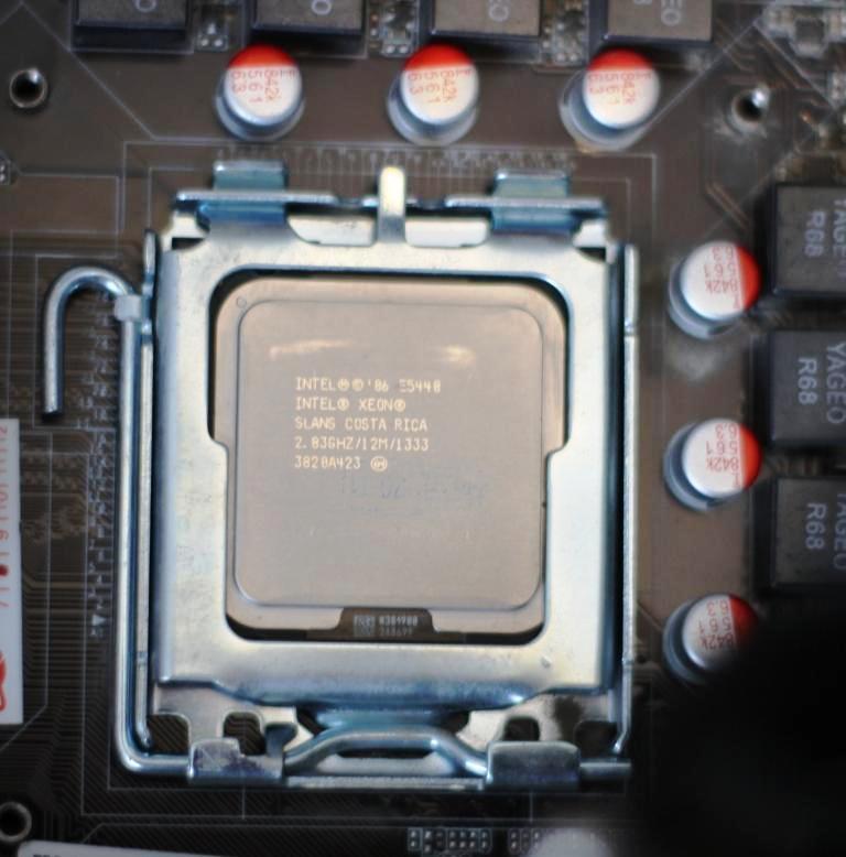 Intel Xeon E5440 в сокете LGA 775